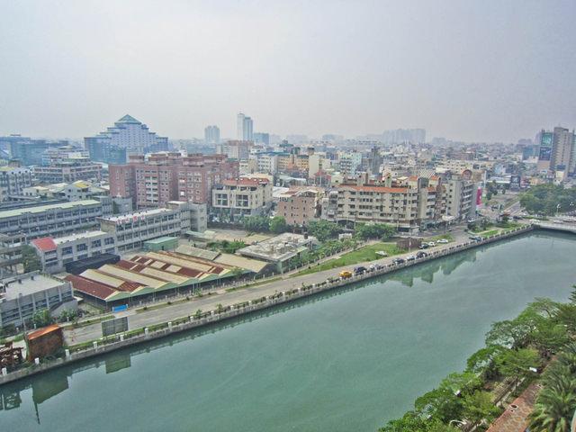 台南市安平區 2013年02月 商61重劃區 漁光段 實價登錄成交價112433元/坪