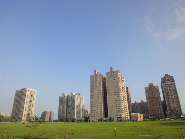 台南安平五期重劃區 休閒住宅熱 坐在書房就可以看海