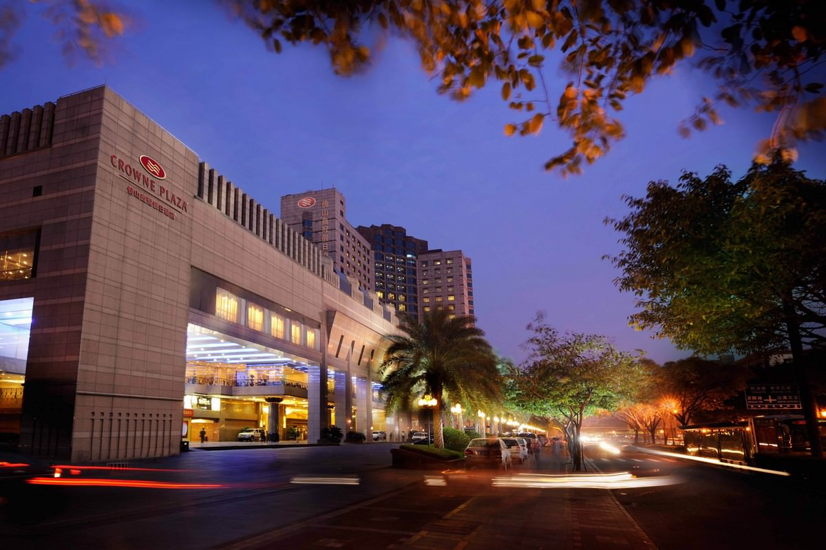 大員開發為規劃興建「台南大員皇冠假日酒店」,向銀行團貸款新台幣19億元,今天完成簽約。