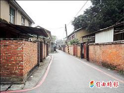 西門路一段上舊法院宿舍區,將規劃為文創園區,評估以設定地上權並保留老房子方式開發。(記者洪瑞琴攝)