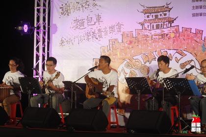 金曲台語歌王謝銘祐率麵包車合唱團在南吼音樂季壓軸演出。辛啟松攝