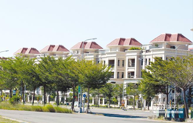 綠樹成蔭與一排排歐式建築物等景觀,是史博館房市最佳銷售利器。圖/陳惠珍