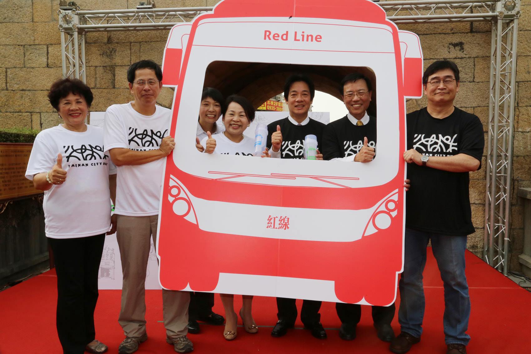 幹線公車主題路線宣傳摺頁發表記者會-摺頁在手搭公車深度旅遊大臺南