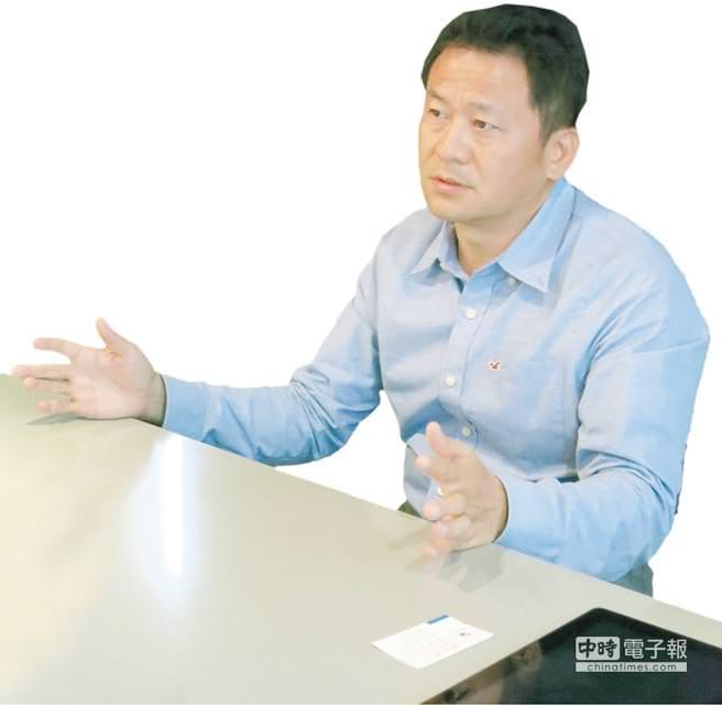 雄崗建設董事長林清吉對建案極盡苛求、要求完美,期賦予雄崗花園美術館獨特價值。圖/雄崗建設提供