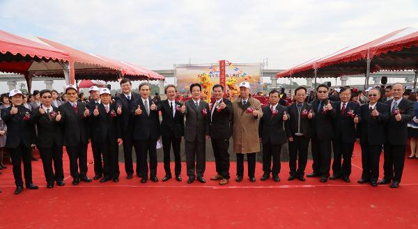 ▲台南市長與貴賓和影。(圖:台南市政府/攝)