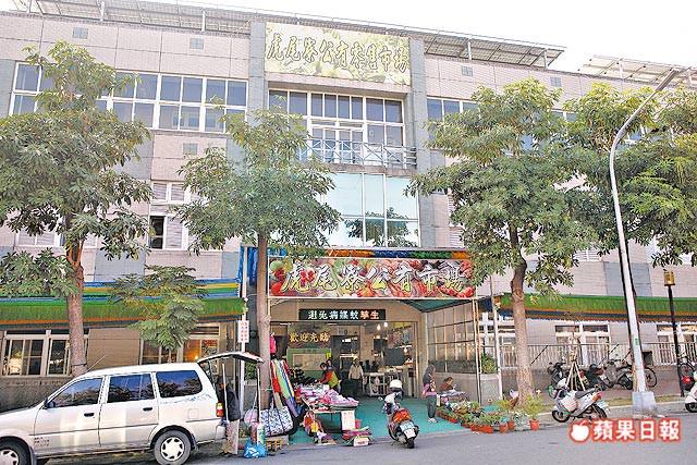 虎尾寮公有零售市場位於裕平路、裕農3街口,為重劃區內採買核心。