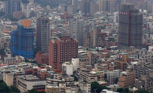 台灣多數購屋者看衰行情 六都房市冷 未來1年房價趨勢分數,除了台南市外,其他五都縣市都比上季還低