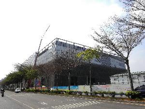 東區南紡夢時代購物中心預計年底前開幕。