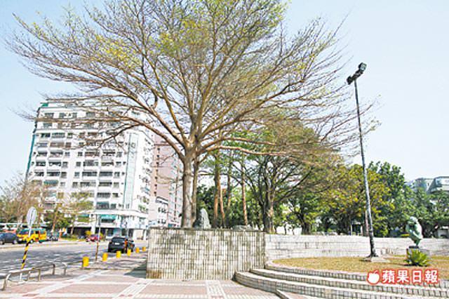 慶平公園位於文平路、建平12街口,為生活圈內最大綠地。