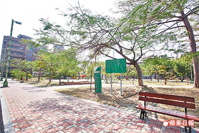 另有怡平公園、228紀念公園等綠地可供休憩,綠覆率高。