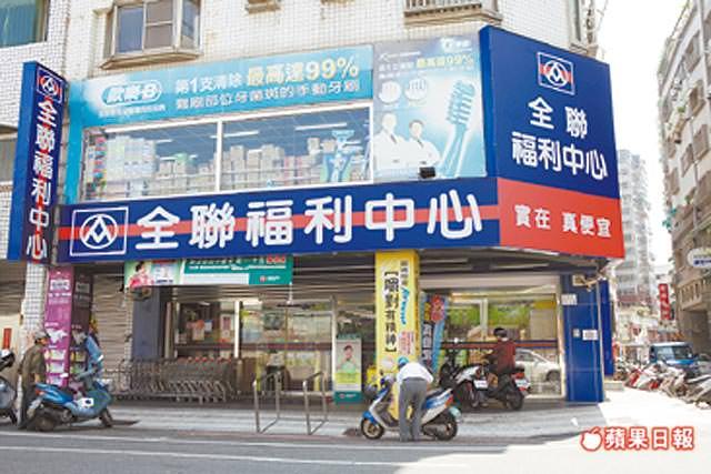 全聯福利中心崇德店位於崇德路,滿足周邊居民採買需求。
