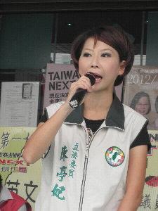 民進黨立法委員陳亭妃表示,安平港雖被行政院核定為自由經濟示範區,但是否能為台南市產業發展注入新動能,屬未知數。(記者姚正玉攝)