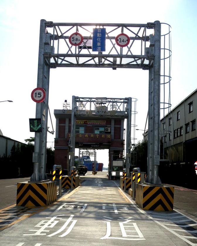 安平港自由貿易港區已於去年八月二十日完成籌設,目前正辦理自動化門哨管制系統等基礎建設。(記者羅玉如攝)