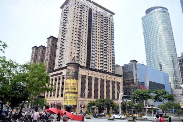 外媒:中資繞道搶房 激怒台灣人