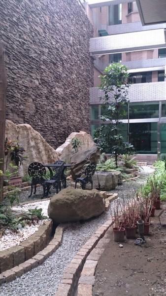 公寓大樓擁有庭園造景公共設施將提高附加價值。