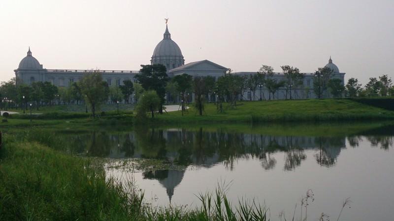 台南都會公園內奇美博物館展現歐式建築之美,即將開放參觀。