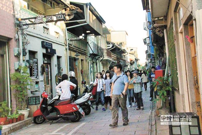 ↑ 知名神農街,已是觀光客必訪的台南老街之一。圖/陳惠珍