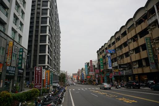 台南市近年唯一逾千戶建案新近完工,其中部分託房仲降價出售。