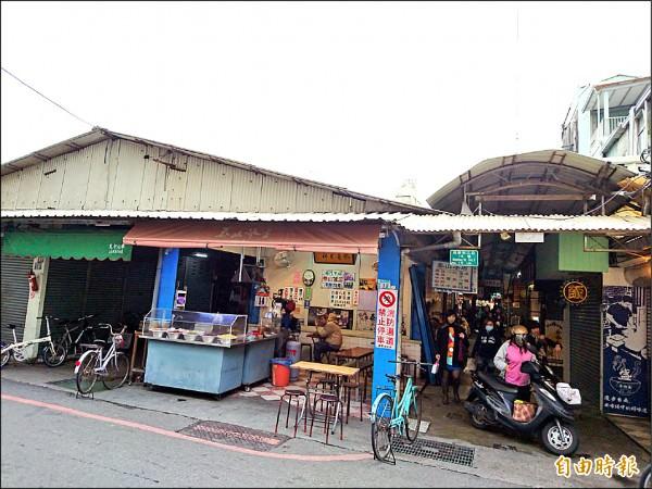 大菜市國華街攤區有多家傳承三、四代的人氣名攤。(記者劉婉君攝)