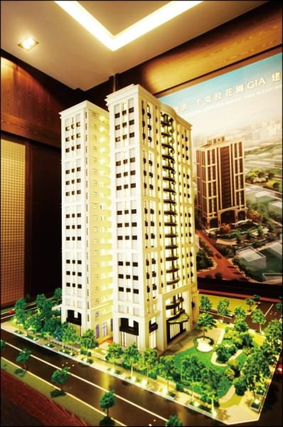 台南市東區裕文生活圈內,緊鄰公園綠地的景觀換屋大樓相當稀有,整棟石材外觀比照台北億萬豪宅規劃,頗受多金換屋客注目。