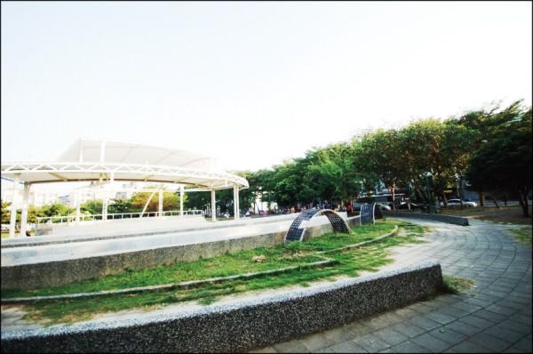 東區裕文生活圈內,闢建多座千坪公園,優質綠意環境,吸引購屋者持續進駐。