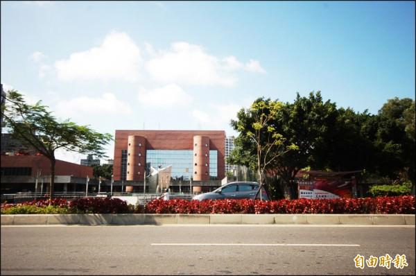 東區崇善生活圈內,坐落台南市立文化中心,增添人文藝術氣息,吸引多金豪客持續進駐。(記者林耀文攝)