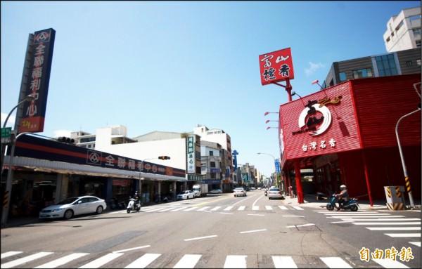 台南市東區崇善生活圈,坐擁成熟商圈與寬闊綠地,生活機能完善,刺激頂級豪墅市場崛起,區域房市前景頗佳。(記者林耀文攝)