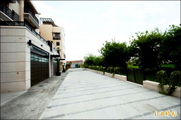 台南市區公園綠地大量闢建,讓緊鄰公園的住宅,發揮借景效果,公園宅吸引購屋買氣持續進場。(記者林耀文攝)