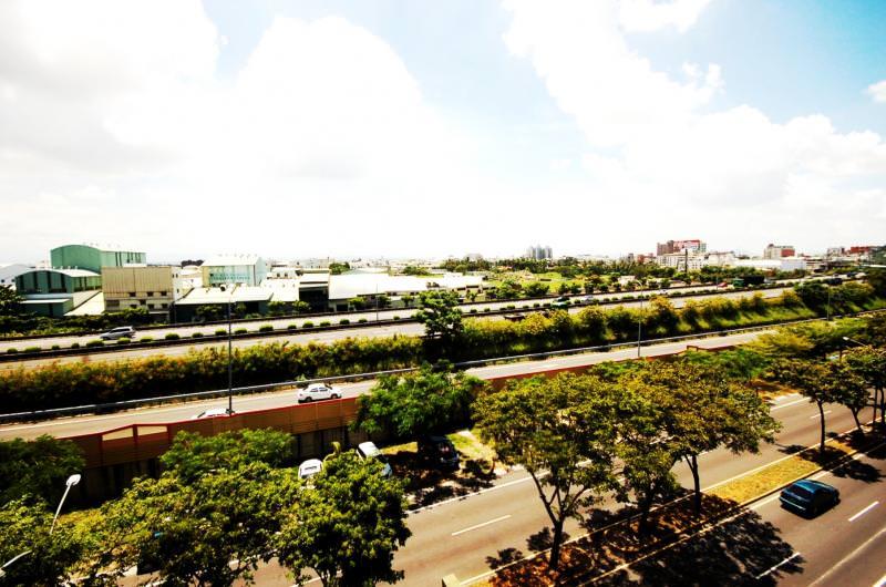 中山高速公路設置仁德、大灣、永康交流道,串連仁德、東區、永康生活圈,交通建設效應,帶動區域房市持續回溫。