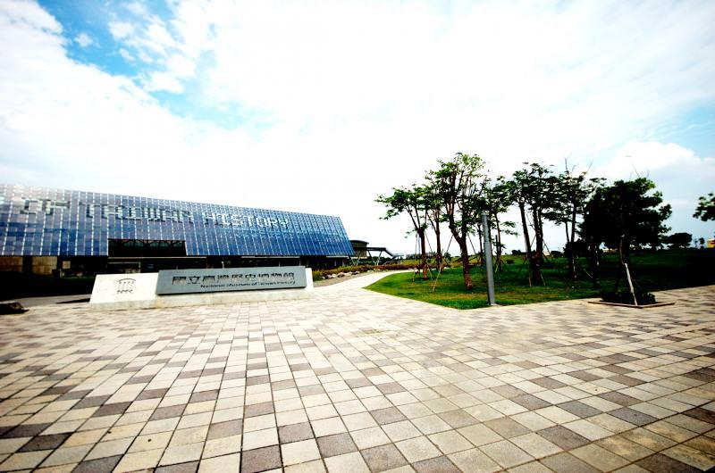 台南市安南區的台灣歷史博物館園區,受惠於綠地環境與快速路網,成為高檔透天產品推案新重鎮,吸引市區換屋客陸續移居。