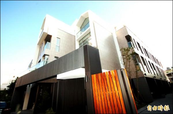 台南市南區高質感平價透天別墅,受惠於快速路網與成熟商圈,吸引市區換屋客陸續進場卡位。(記者林耀文攝)