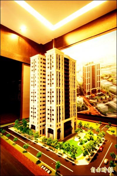 台南市東區的高質感換屋大樓,具備公園綠地、優質學區與快速路網優勢,售價相對平實,成為換屋客鎖定目標。(記者林耀文攝)