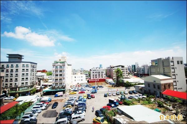台南市中西區的台南大學城生活圈,坐擁成熟商圈、優質學區與便利交通,區域房市發展迅速。(記者林耀文攝)