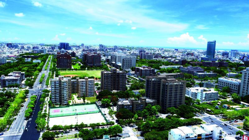 台南市成大特區生活圈,坐擁大片綠地環境、大學城商圈與便利交通,吸引高質感客戶持續進駐,帶動景觀大樓市場蓬勃成長。