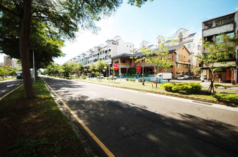 成大特區的交通順便利,東豐路林蔭大道景觀優美且商業機能充裕,提高居住便利性。