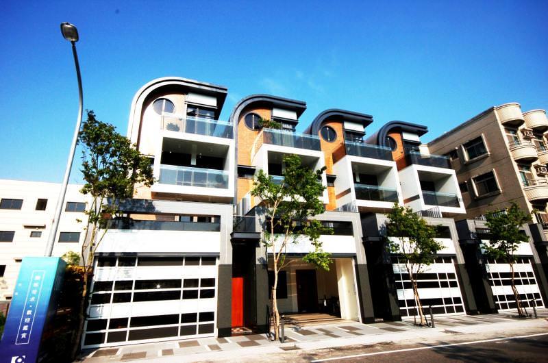 由專業建築師對組成的九硯建設,目前在台南市東區深耕高檔透天別墅市場,在建築外觀、空間特色與施工品質加以升等,吸引多金豪客進場興趣。