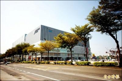 台南市南紡購物中心商圈蓬勃成長,迅速連通仁德生活圈,形成大商圈發展態勢。(記者林耀文攝)