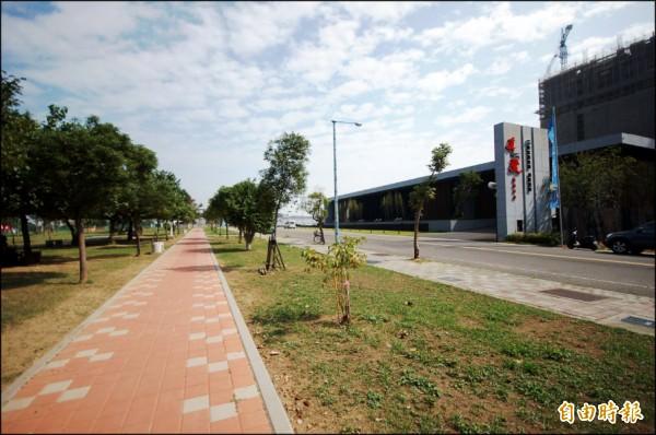 台南市永康大橋特區坐擁綠地環境,加上成熟商圈與快速路網加持,該區平價首購大樓,吸引不少南科工程師客層青睞。(記者林耀文攝)