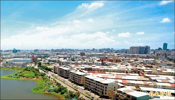 台南市北區好市多生活圈,坐擁量販店成熟商圈,與綠地、學區優質居家環境,加上交通便利優勢,成為頂級透天豪墅推案新重鎮,區域房市前景看俏。(記者林耀文攝)