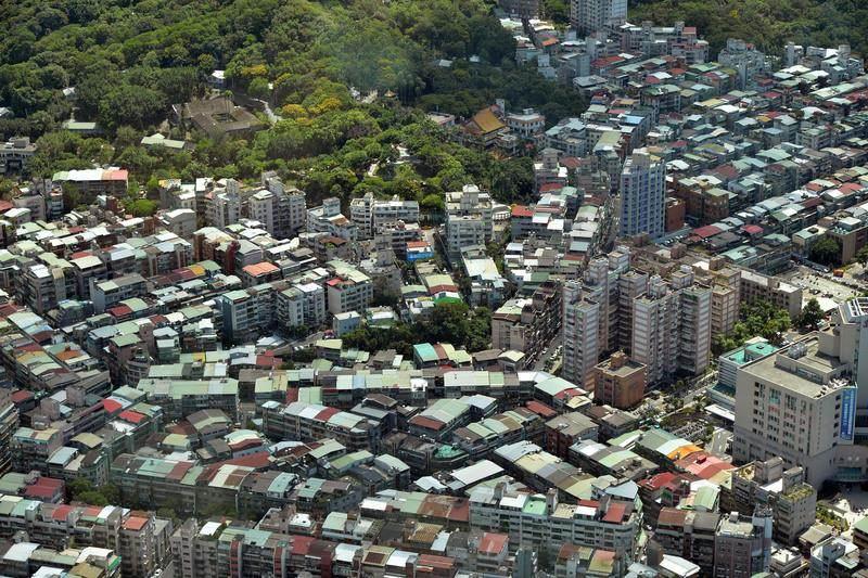 房地產業者表示,去年實價揭露的交易規模僅剩新台幣3.7兆元,比2013年的4.7兆元,足足少了1兆元。(中央社檔案照片)