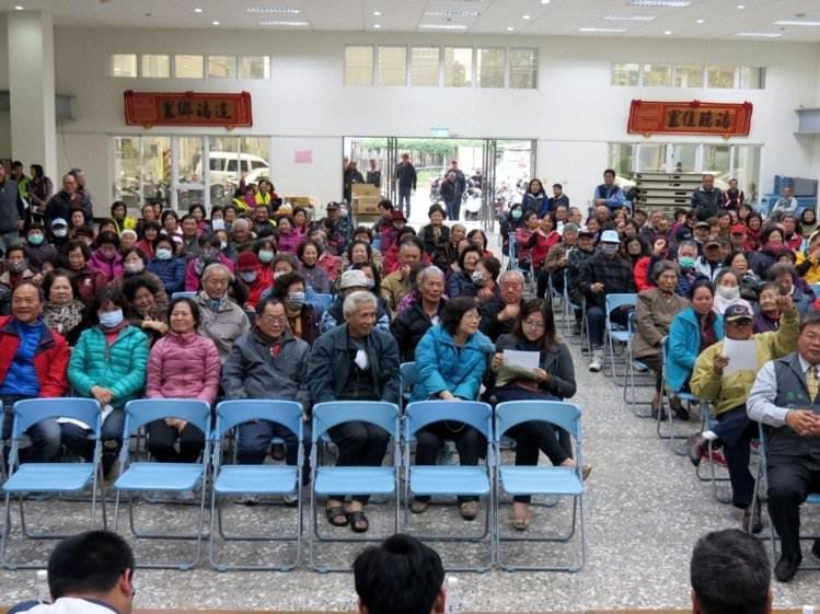 佳里區新建6里活動中心,下午公聽會地方不少鄉親反對市府規劃案。記者周宗禎/攝影